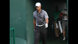 Tiger Woods draws massive crowd at pro-am - (1/25)