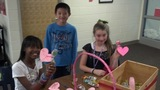 Students decorate lollipops for children at hospital _3114148