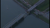 I-5 bridge over Skagit River collapses - (16/25)