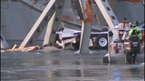 I-5 bridge over Skagit River collapses - (18/25)