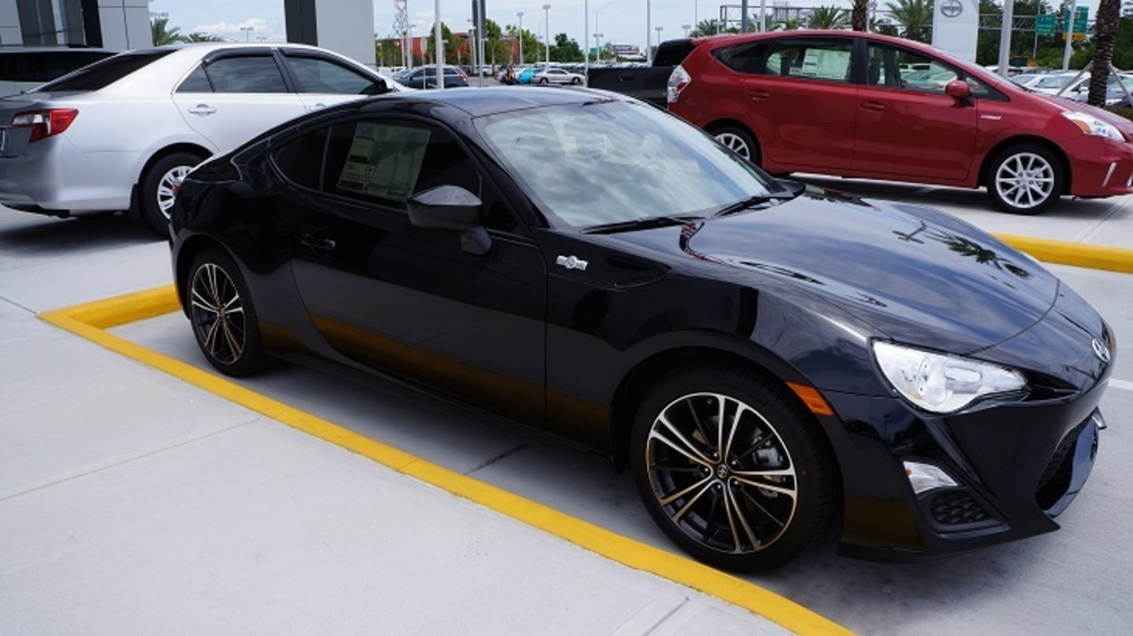 The N Charlotte Scion FR S Takes On The Hyundai Genesis Coupe! | WSOC TV