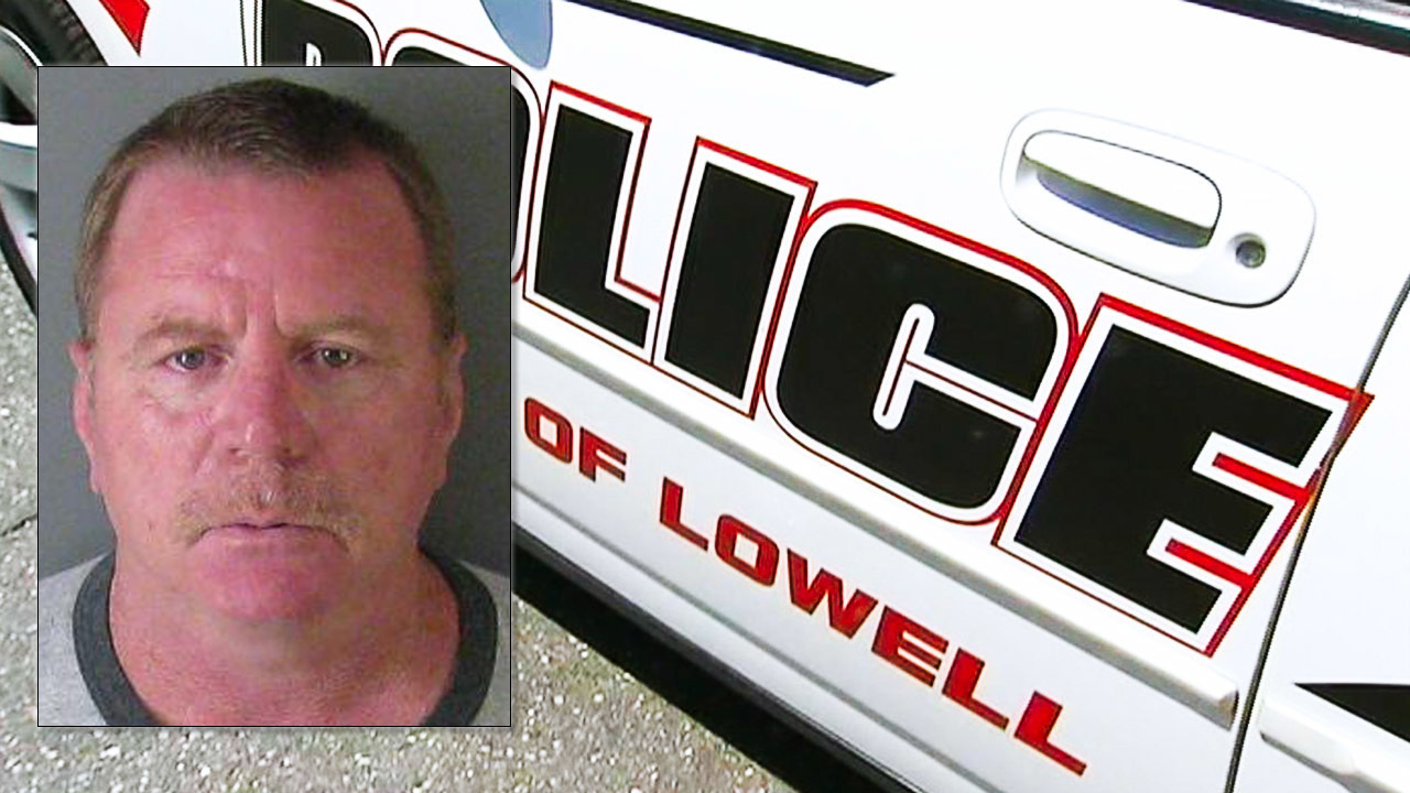 Lowell police officer pleads guilty to impregnating 14-year