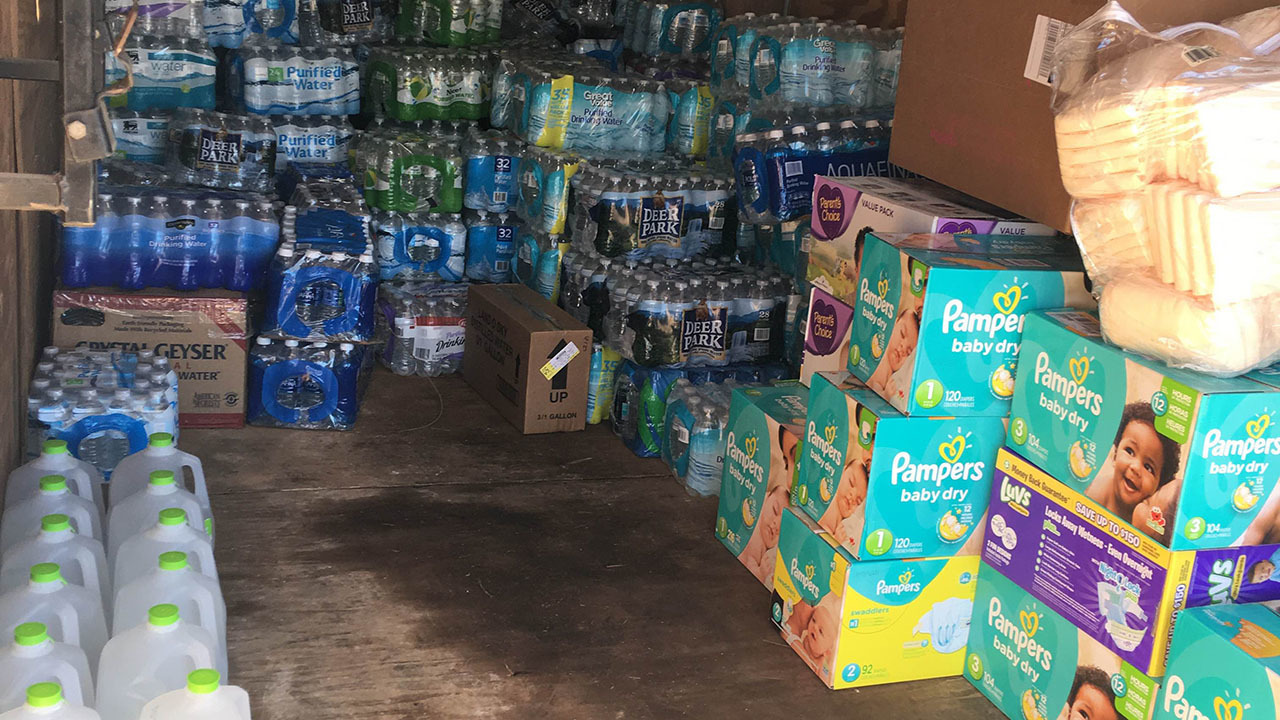 Blue apron donation request - Anson County Residents Collect 10 000 Pounds Of Donations For Flood Victims Wsoc Tv