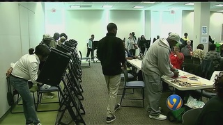 Voters see long lines at early voting sites