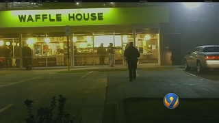 2 overnight restaurant robberies connected; police search for robbers