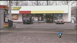 Man threatens to kill woman during convenience store robbery, she says