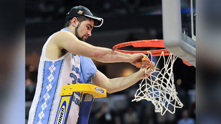 Luke Maye gets standing ovation in class after hitting game-winner for UNC