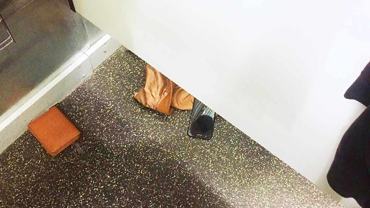 Teen Catches Peeper Sliding Cellphone Under Dressing Room Door Wsoc Tv