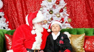 Woman with dementia enjoys heartwarming visit with Santa