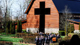 A casket carrying the body of Rev. Billy Graham is carried to his funeral service at the Billy Graham Library on March 2, 2018 in Charlotte, North Carolina. (Photo by Brian Blanco/Getty Images)