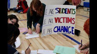 PHOTOS: Mooresville HS students write letters to Parkland survivors