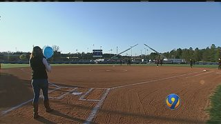 Softball team honors fallen York County detective