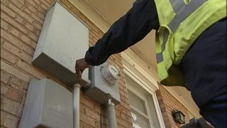 Thief shuts off power at homes before breaking in, police say