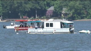 Dive crews find body of missing boater following 10-hour search at Lake Wylie