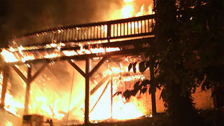 5 escape unharmed after flames engulf south Charlotte home