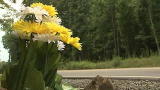Huntersville PD to replace roadside memorial for Meck. Co. girls killed in crash 23 years ago