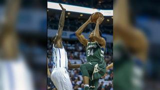 Antetokounmpo scores 25, Bucks top Hornets 113-112