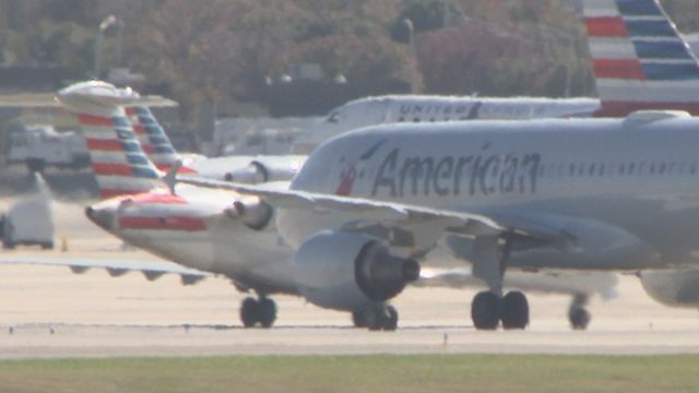 AMERICAN AIRLINES PICKET: American Airlines flight