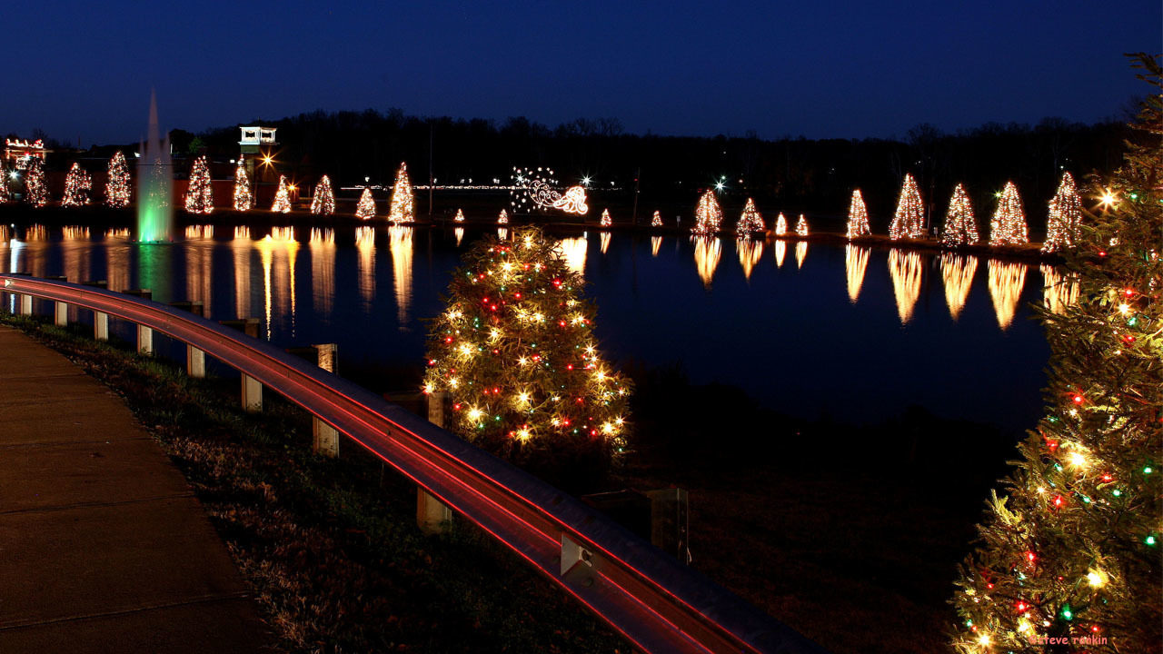 Mcadenville Christmas Lights.Mcadenville Lights Up As Christmas Town Usa Wsoc Tv