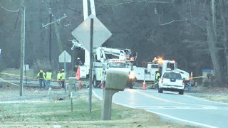 Crash takes out power pole in Mint Hill, will block Idlewild Road all day