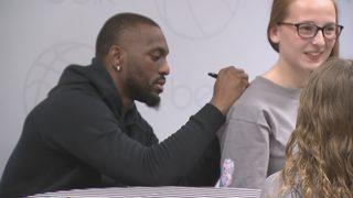 Fans flood SouthPark Mall to meet Hornets stars