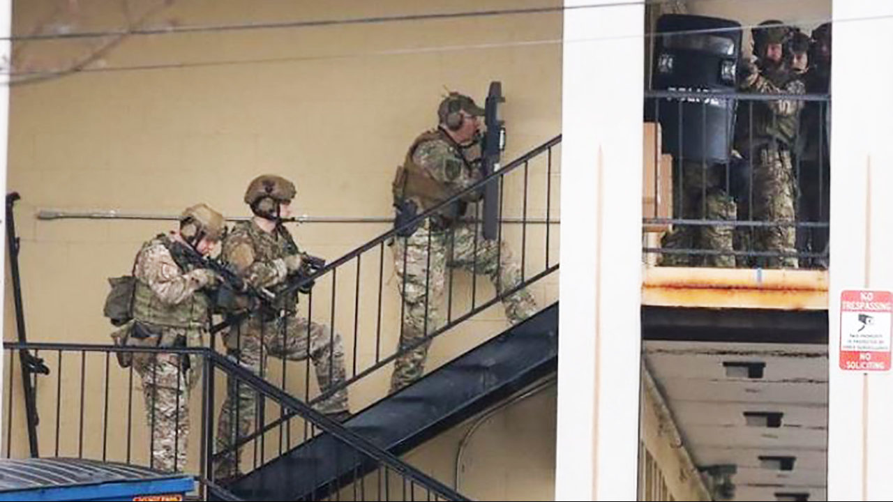 GASTONIA MOTEL STANDOFF: Police negotiating with man who