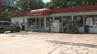 Masked man attacks clerk, customer with 'homemade pepper spray